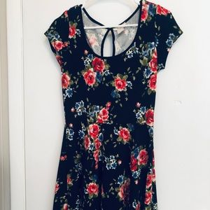 Dresses & Skirts - Floral Mini Dress